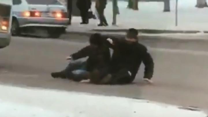 Дорожные акробаты: как два уфимца парализовали движение в центре города