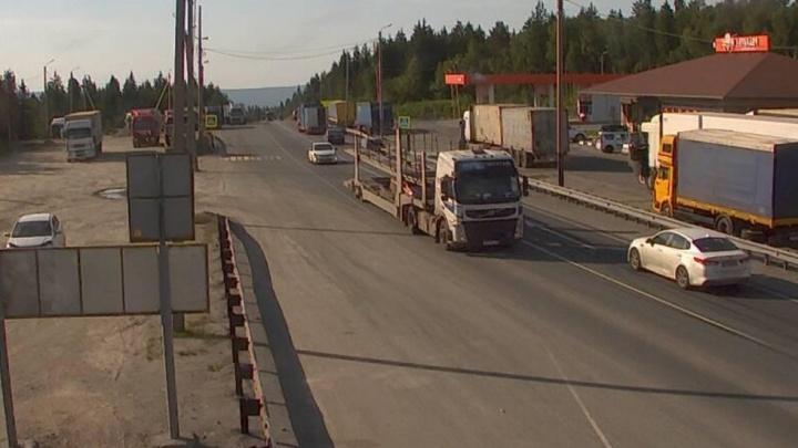 «Асфальт плавится»: в Челябинской области для большегрузов закрыли все дороги