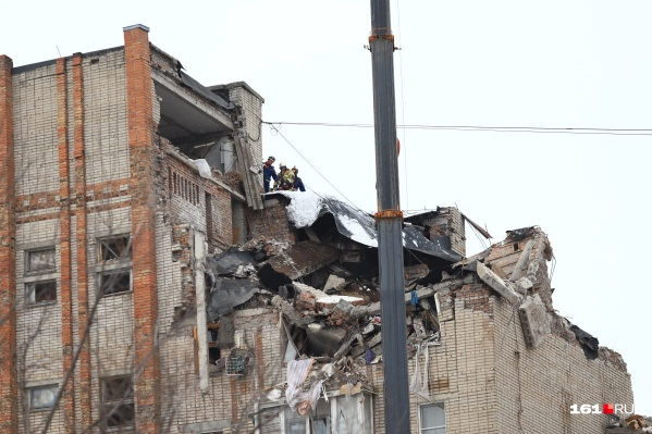 В результате взрыва были разрушены четыре квартиры