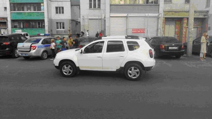 На Металлурге 11-летняя девочка угодила под колёса иномарки