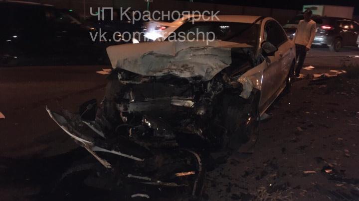 «Мерседес летел на красный»: опубликовано видео аварии с тремя авто на Семафорной