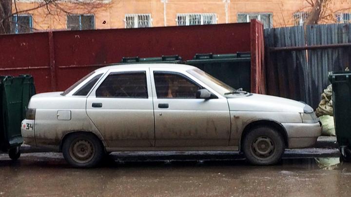 «Я паркуюсь как чудак»: как новосибирцы проучили плохого мальчика на «Жигулях»