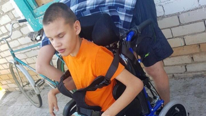 «За выходные получили сразу две коляски»: как изменилась жизнь отца-одиночки и мальчика-инвалида