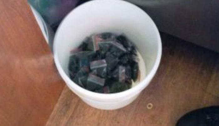 Шаурма, фаршированная насваем: в Уфе в киоске обнаружили десятки пакетиков «табака»