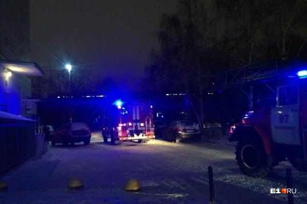 В школу приехали четыре пожарные машины