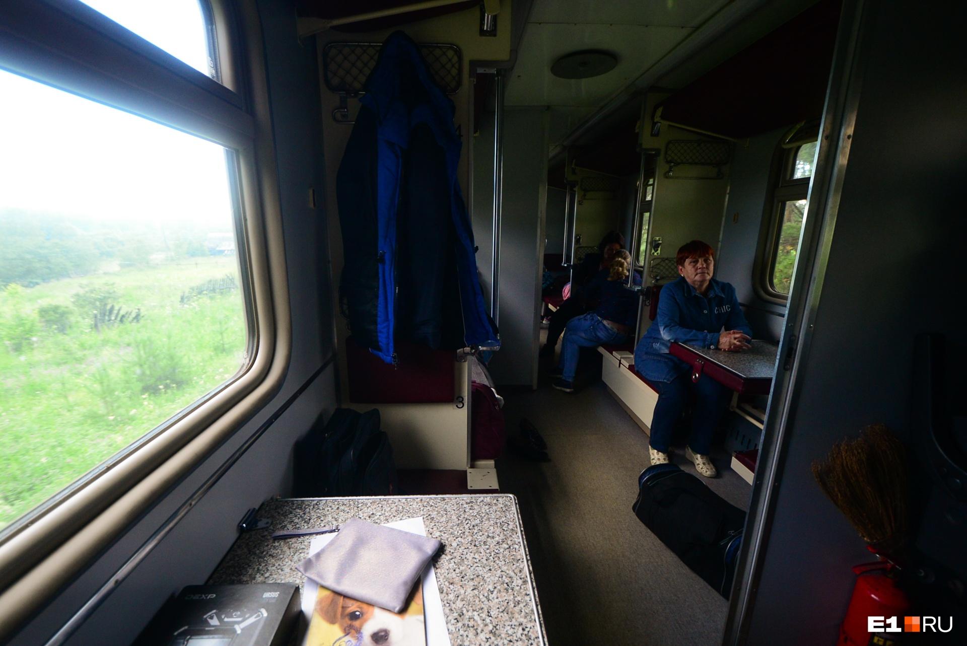 На обратном пути поезд заполнен: жители поселков едут в Алапаевск на выходные