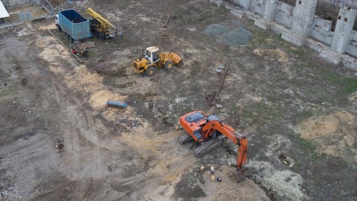 Бизнесмены защитились договором: за смерть рабочих на острове Людникова ответит черный копатель