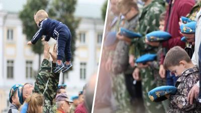 День ВДВ в Ярославле: десантники устроили туалет под дверью мэрии