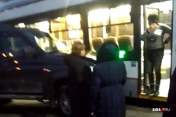 Водители трамвая и УАЗа не стали дожидаться приезда сотрудников ГИБДД