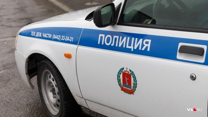 Труп волгоградки нашли в приямке многоквартирного дома рядом с ТЮЗом