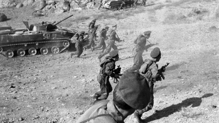 «Места не было, где кровь не лилась бы рекой»:читаем отрывки из повести омича об Афганской войне