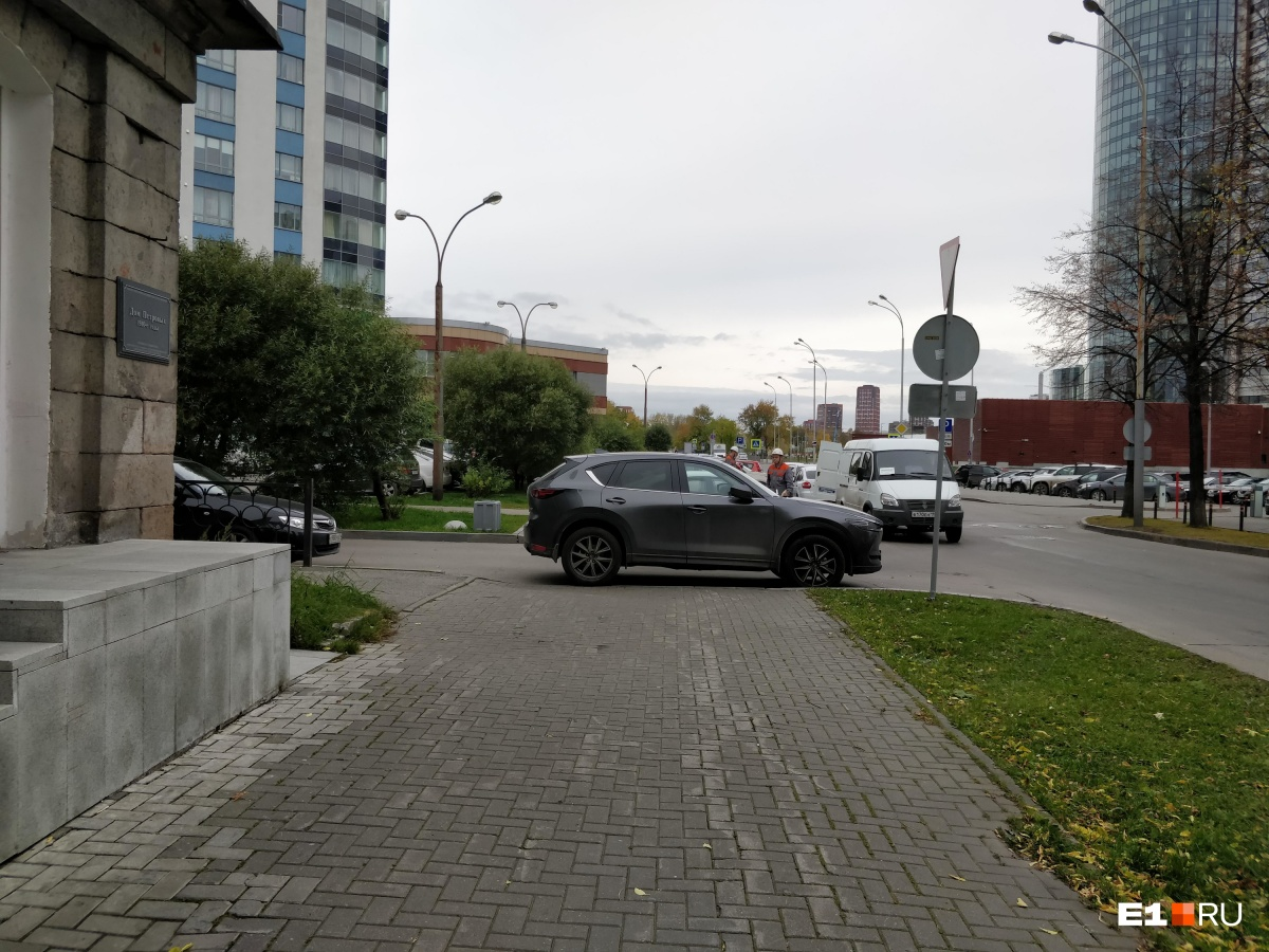 «Я паркуюсь как...»: новая народная забава в Екатеринбурге — переписка с автохамами