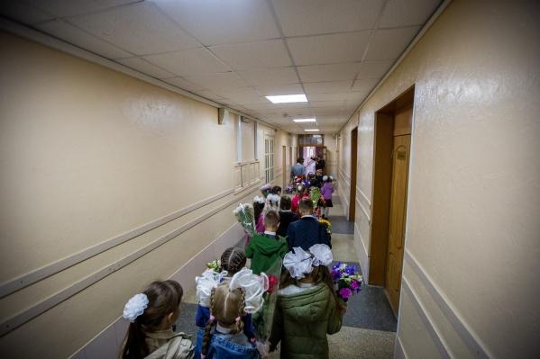 В этом году в Новосибирске готовятся принятьоколо 22 тысяч первоклассников