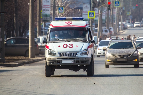 С места происшествия пострадавшего забрали сотрудники скорой помощи