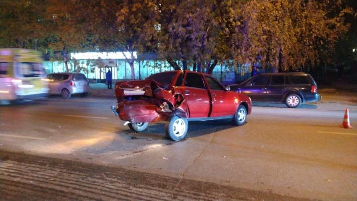 В Дзержинском районе каршеринговый автомобиль врезался в«Ладу»
