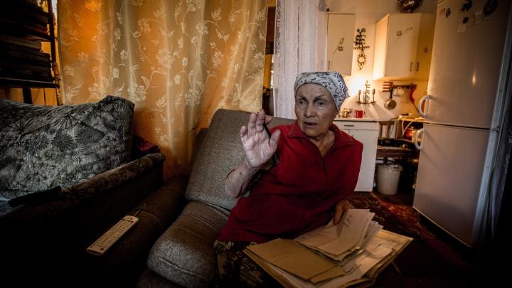 Пока не выселяют: пожилой паре разрешили остаться в общежитии на Затулинке