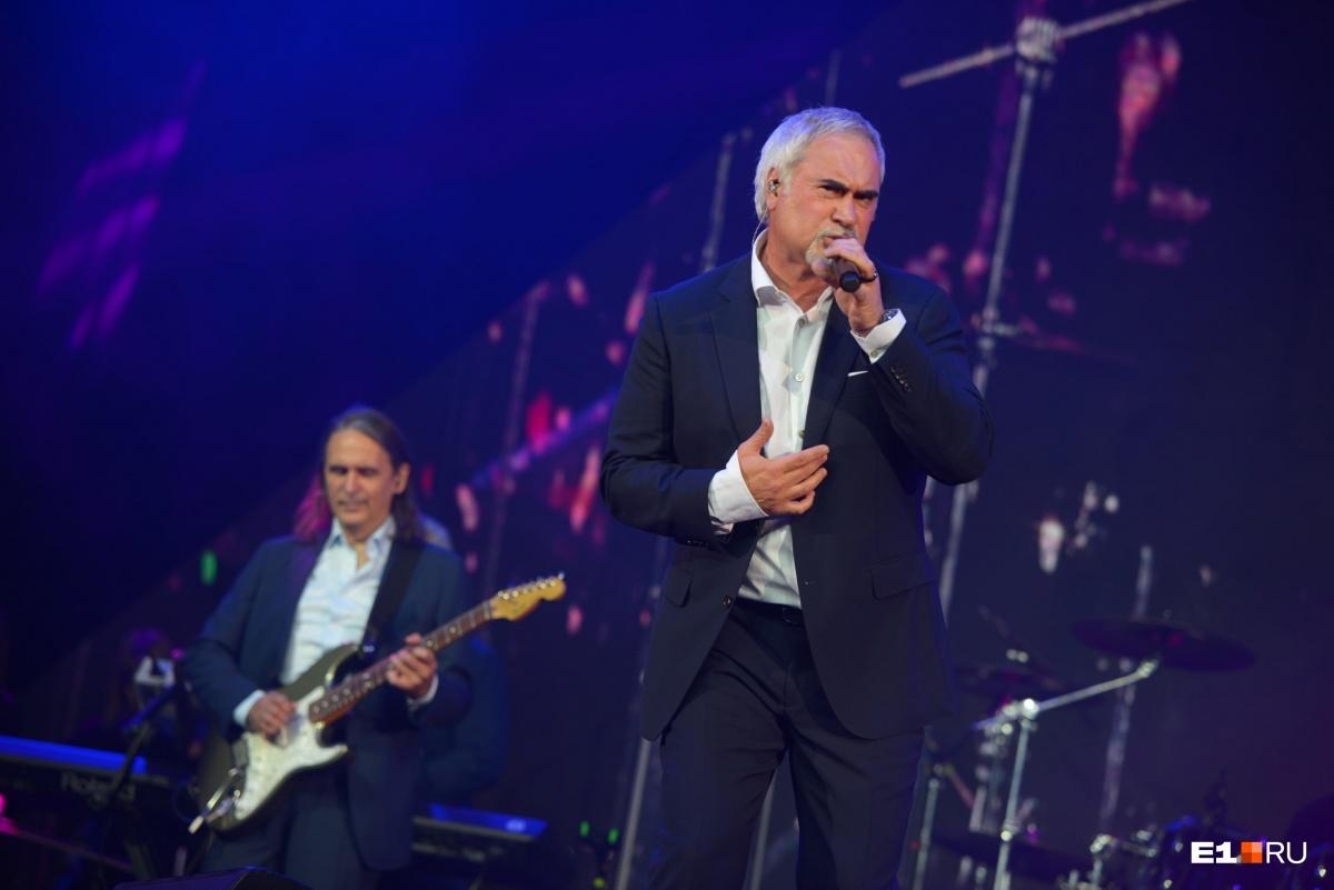 Валерий Меладзе покорил зал: фоторепортаж с выступления артиста на Народной премии E1.RU