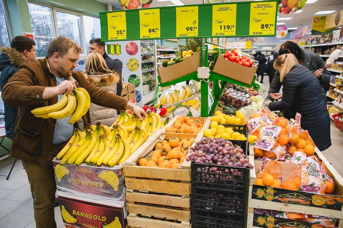 Не оливье-2: горожане закупают продукты к новогоднему застолью