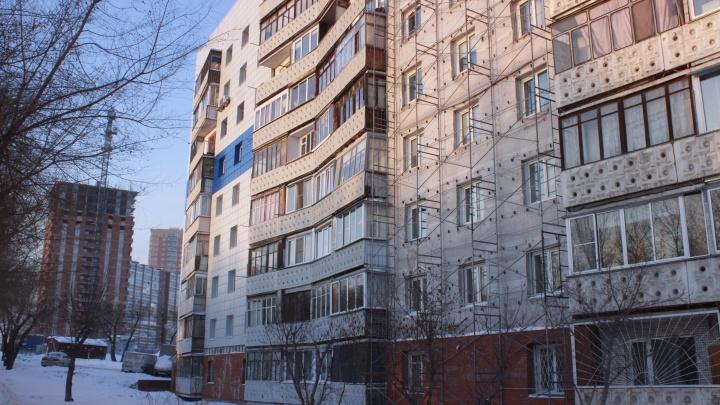 Панельный дом в Новосибирске замаскировали под новостройку