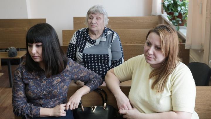 «Дело принципа»: перепутанные в челябинском роддоме девушки требуют от государства 20 миллионов