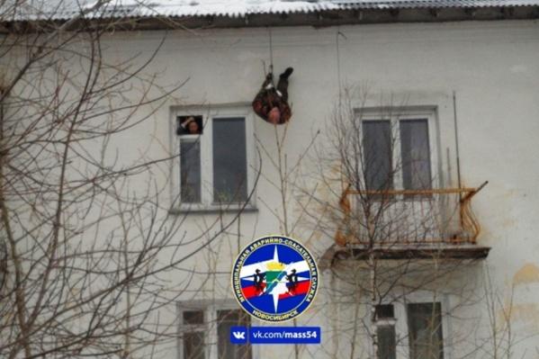 К приезду спасателей мужчина почти потерял сознание