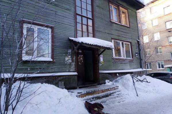 Возгорание случилось в деревянном доме на проспекте Ломоносова