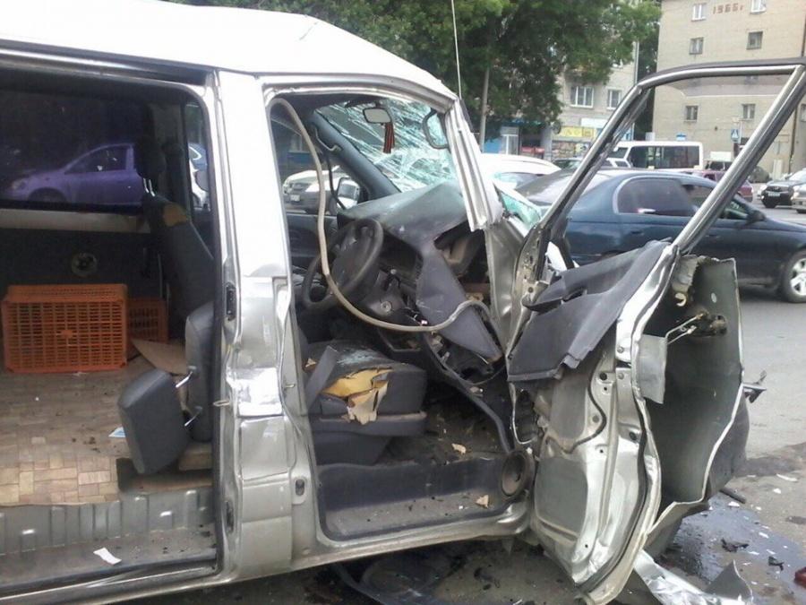 ВНовосибирске шофёр Тойоты протаранил Газель и умер