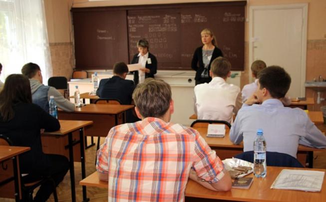 «Мою работу оценили в 521 рубль 22 копейки»: учителя возмущены размером выплат за работу на ЕГЭ