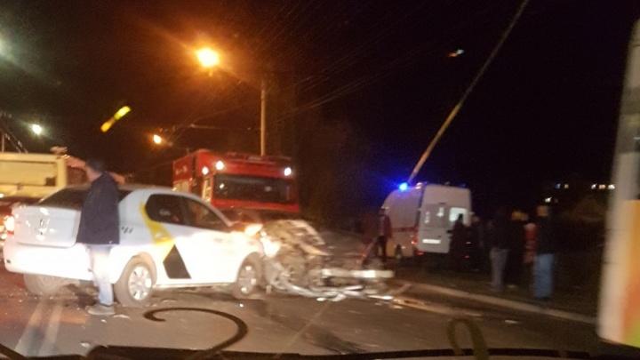 BMW превратился в груду металла, пытаясь уйти от удара