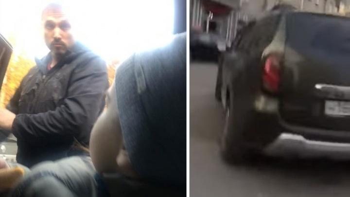 Таксист попал под административное дело после конфликта с матерью двухлетнего сына