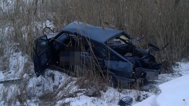 На трассе в Башкирии грузовик смял легковушку: водитель погиб