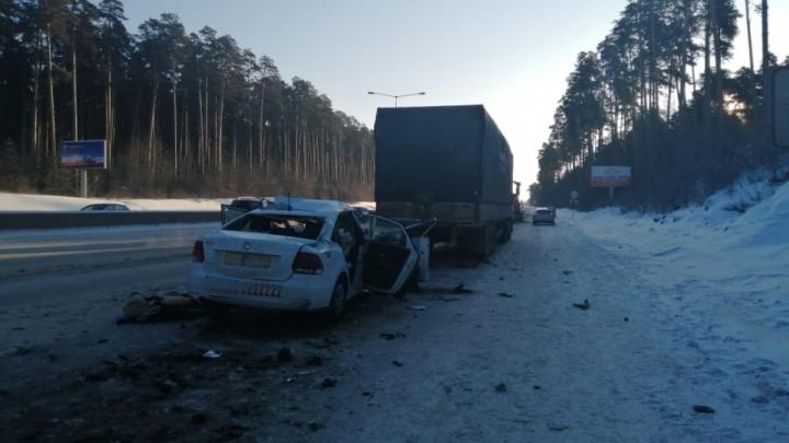 «Мы часто работали по 20 часов»: таксист — о причинах смертельной аварии на Кольцовском тракте