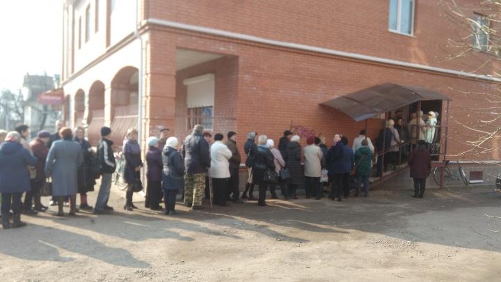 В Ярославской области люди выстроились в гигантскую очередь: что случилось