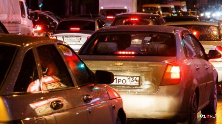 «Профессия вымирает»: в Волгоградской области наибольшая в стране текучка таксистов