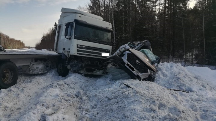 На Урале водитель Hyundai погубил своего пассажира, столкнувшись со встречной фурой