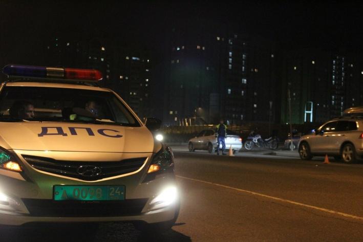В Красноярске женщина за рулем протащила сотрудника ГИБДД  300 метров