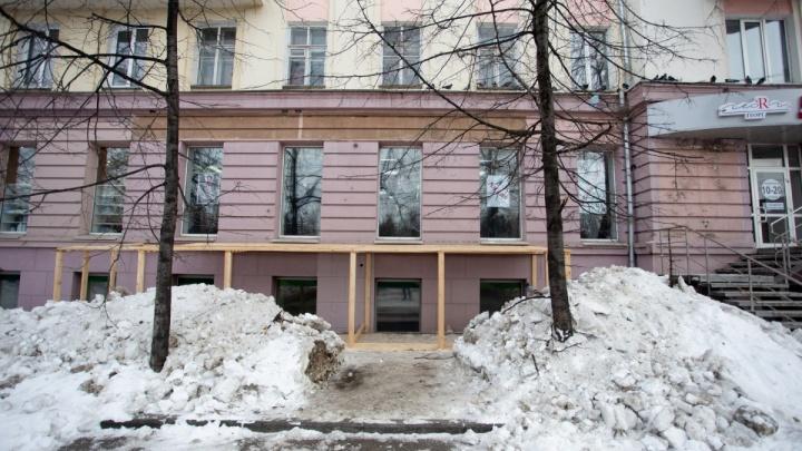 «Разрешение приостановлено до экспертизы»: жителям удалось отстоять фасад дома в центре Челябинска