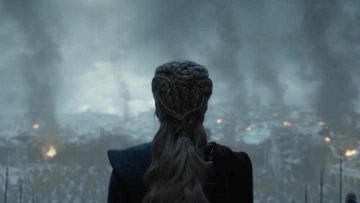 Сотни новосибирцев посмотрели последнюю серию «Игры престолов» с самого утра