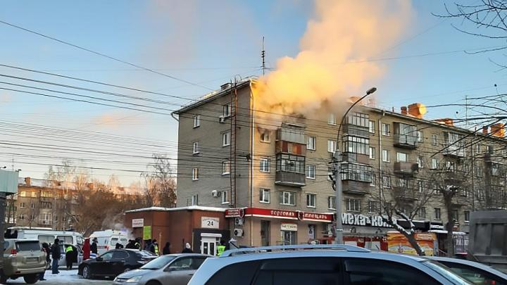 Двое детей пострадали в пожаре в доме на Ватутина
