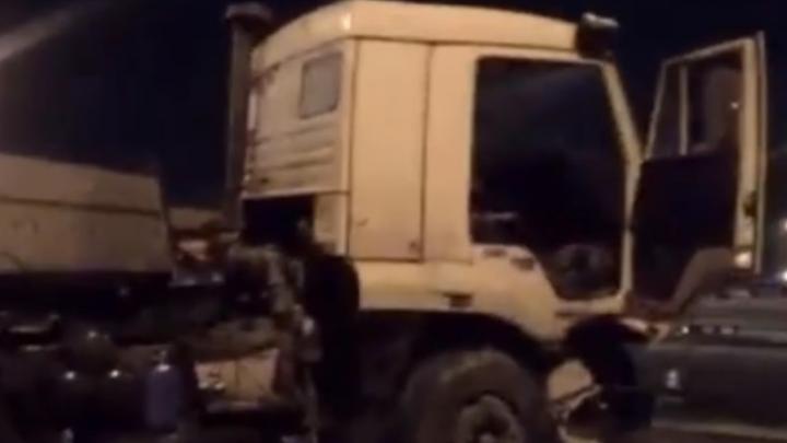 В Ростове на мосту Сиверса столкнулись фура и пять легковых машин