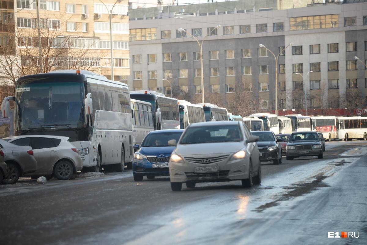 Автобусов действительно было очень много