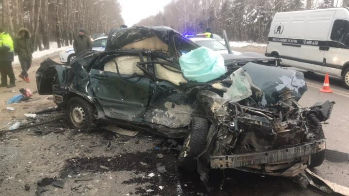 Перед ДТП с четырьмя погибшими водитель Toyota сбил 30-летнюю женщину на переходе и скрылся