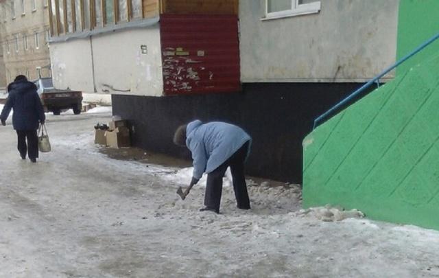 В Башкирии бабушка вышла чистить дорожку с топором