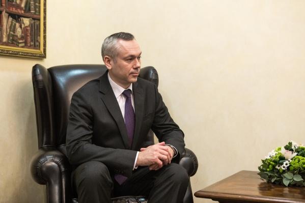 Андрей Травников выступил за то, чтобы чиновники отказались от персональных служебных машин и вызывали их через диспетчера для конкретных поездок