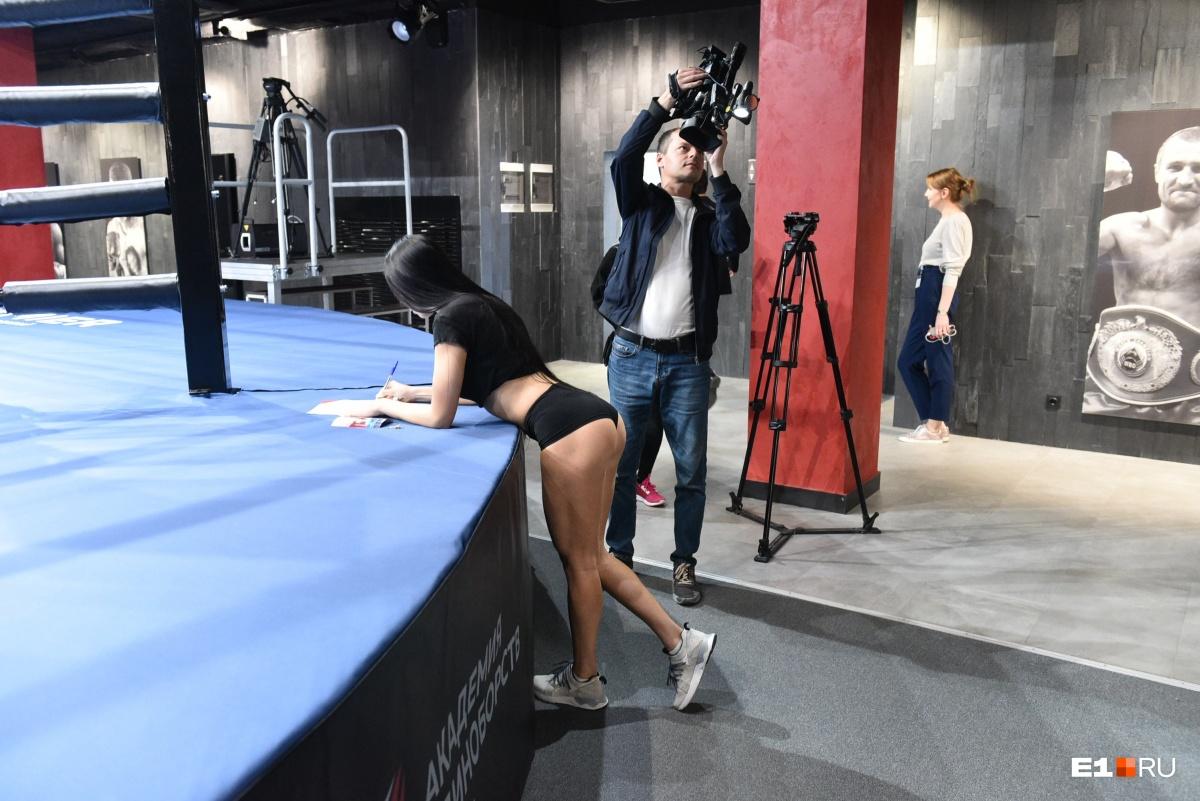 смотреть как проходят кастинг голые девочки