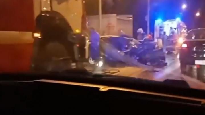 «Он что, въехал в трактор?!»: появилось видео жесткого ДТП на Южном мосту