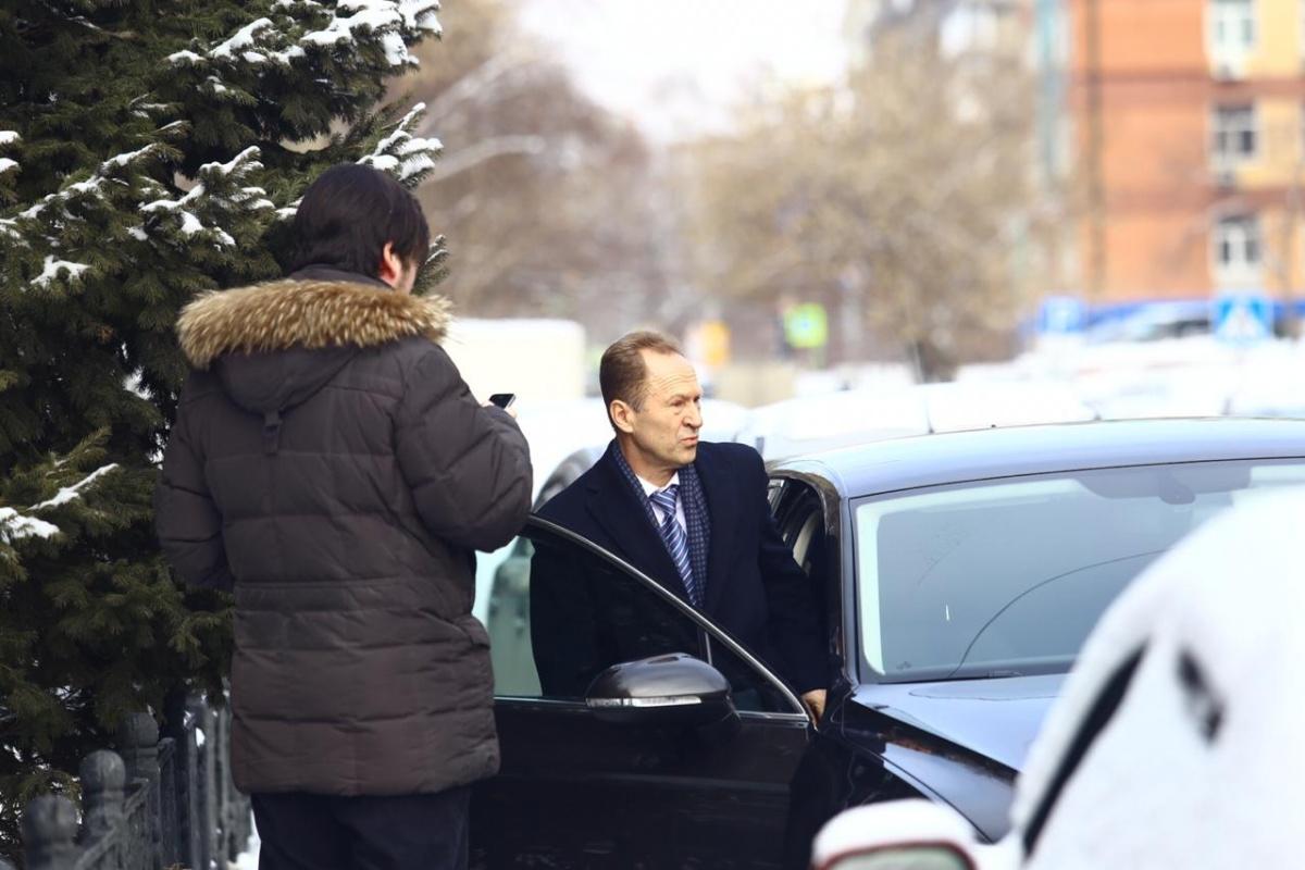 По информации сотрудников «Горводоканала», силовики сегодня работали в кабинете Юрия Похила (на фото садится в машину)