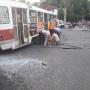 Пострадали 6 человек: у ТЦ «Аврора» трамвай сошел с рельсов после ДТП с микроавтобусом