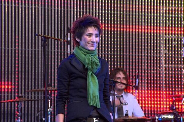 Музыкальный фильм «Зеленый театр в Земфире» был снят во время концерта певицы в московском парке