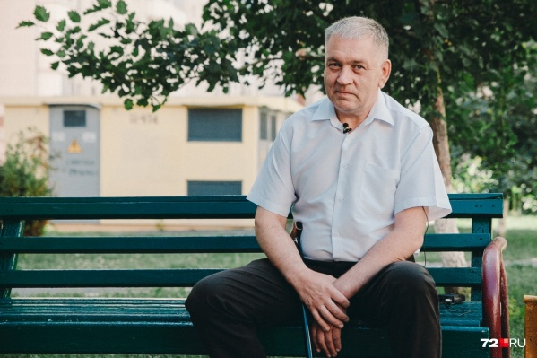 Андрей Романов обратился в суд после того, как ему пришлось ползком спускаться по ступенькам в одном из офисов «Дом.ru»